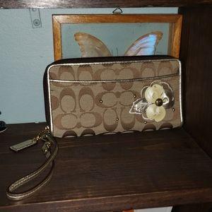 New Coach Sig. 3D Floral Wristlet Wallet